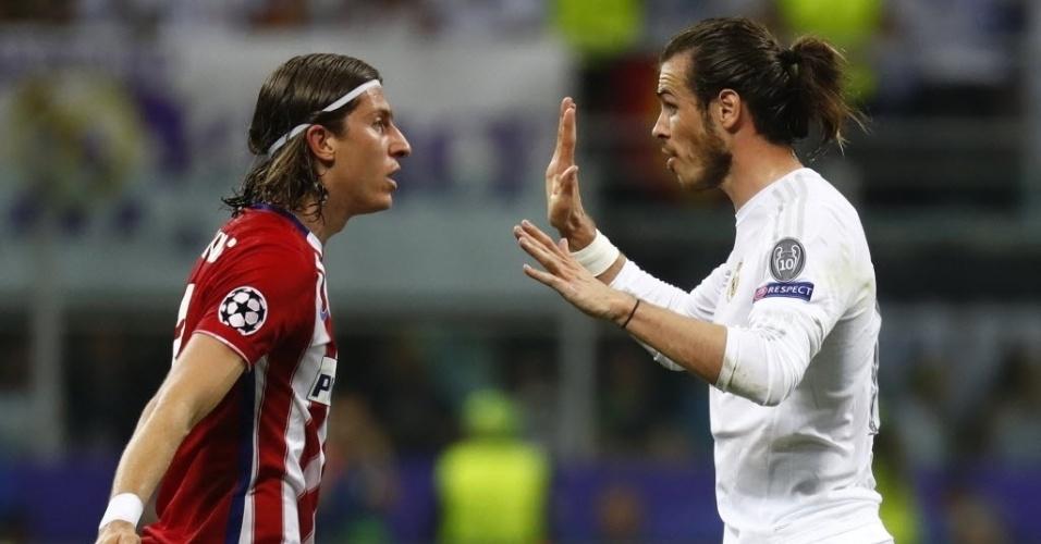 Filipe Luis e Gareth Bale discutem na final da Liga dos Campeões entre Real Madrid e Atlético de Madri em Milão, Itália