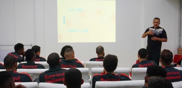 Alicio Pena Jr. é membro da comissão de arbitragem da CBF e deu palestra no Inter