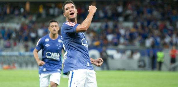 Thiago Neves quer comemorar o primeiro gol com a camisa do Cruzeiro