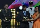 Com pedido de casamento, Isaquias leva prêmio do COB. Rafaela também vence
