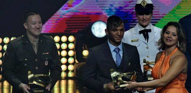 Isaquias Queiroz quebrou o protocolo na cerimônia do Prêmio Brasil Olímpico - MARCELLO DIAS/FUTURA PRESS/FUTURA PRESS/ESTADÃO CONTEÚDO