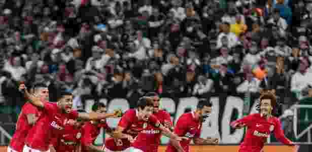 Jogadores do Inter comemoram classificação nos pênaltis - Ale Cabral/AGIF - Ale Cabral/AGIF
