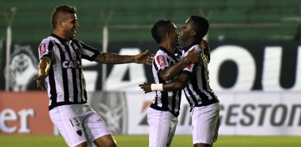 Atlético-MG comemora gol de Cazares contra o Sport Boys, pela Libertadores