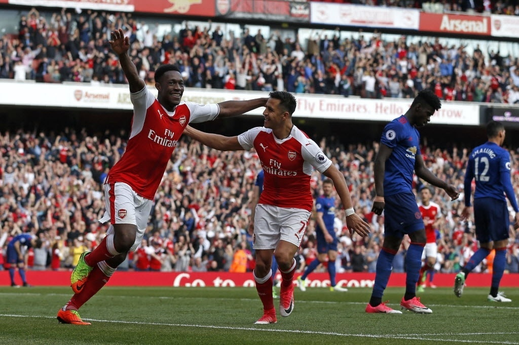 Welbeck comemora o segundo gol do Arsenal na vitória por 2 a 0 sobre o Manchester United