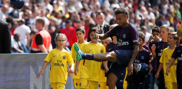 Neymar ainda não pôde estrear com a camisa do PSG