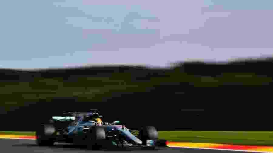 Lewis Hamilton, da Mercedes, liderou a sexta-feira de treinos livres em Spa - Dan Mullan/Getty Images