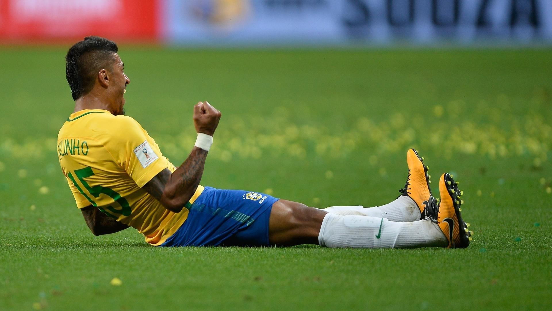 Paulinho comemora o primeiro gol da seleção contra o equador