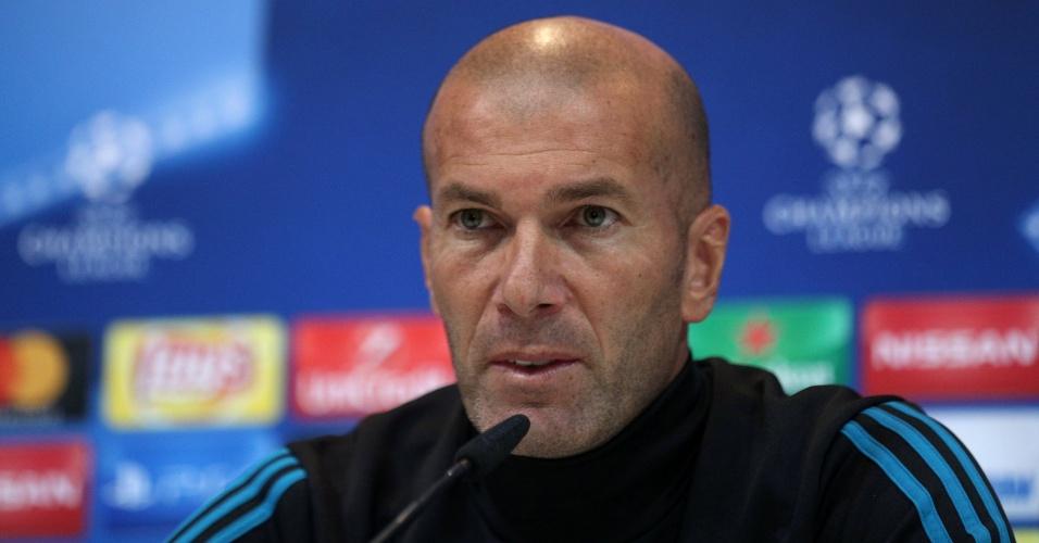 Técnico Zinedine Zidane em coletiva de impresa