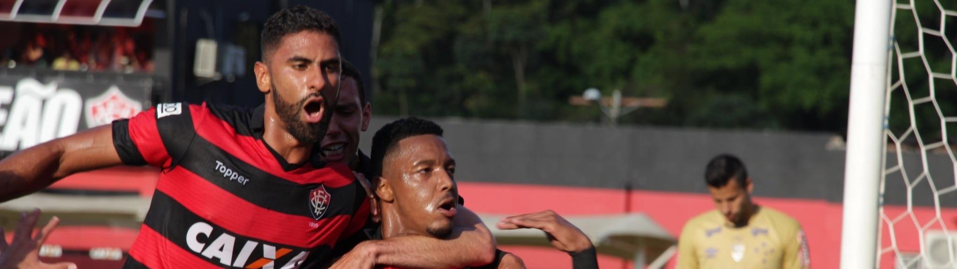David comemora gol que abriu o placar para o Vitória sobre o Cruzeiro