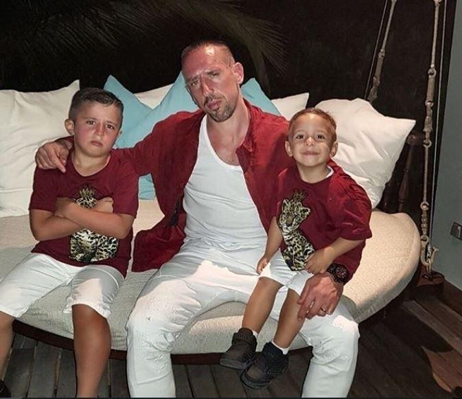 Ribéry atém combinou suas roupas com as dos filhos no Natal