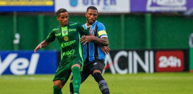 Zagueiro Paulo Miranda voltou ao time de transição do Grêmio contra o Avenida-RS - Lucas Uebel/Divulgação