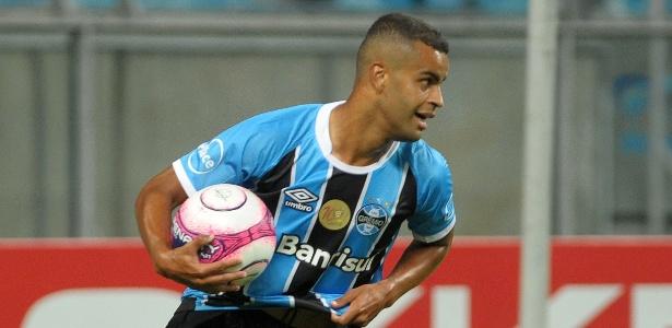 Alisson deve ser titular no jogo de volta da Recopa no meio-campo do Grêmio - Ricardo Rímoli/AGIF