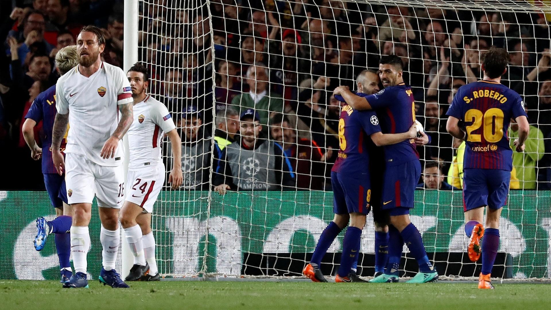 Jogadores do Barcelona comemoram gol marcado contra a Roma