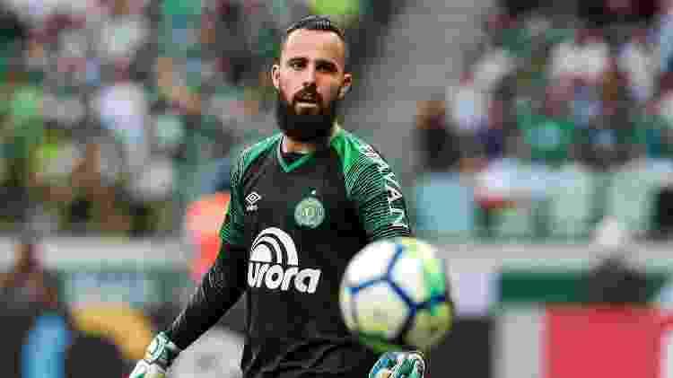 Jandrei olha para bola - Ale Cabral/AGIF - Ale Cabral/AGIF
