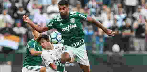 Thiago Santos perdeu chance de abrir o placar no momento em que o Palmeiras  era superior Imagem  Ale Cabral AGIF 0c352bcc2406d