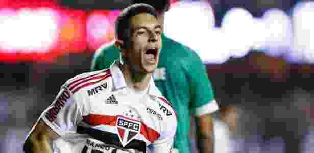 Shaylon festeja gol sobre a Chapecoense; meia só fez 39 jogos como profissional - Marcello Zambrana/AGIF
