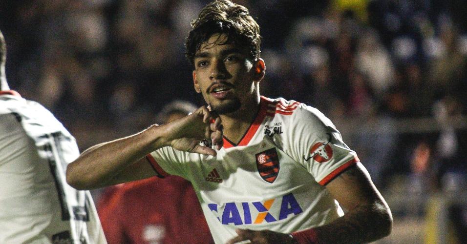 Lucas Paquetá comemora gol do Flamengo diante do Paraná