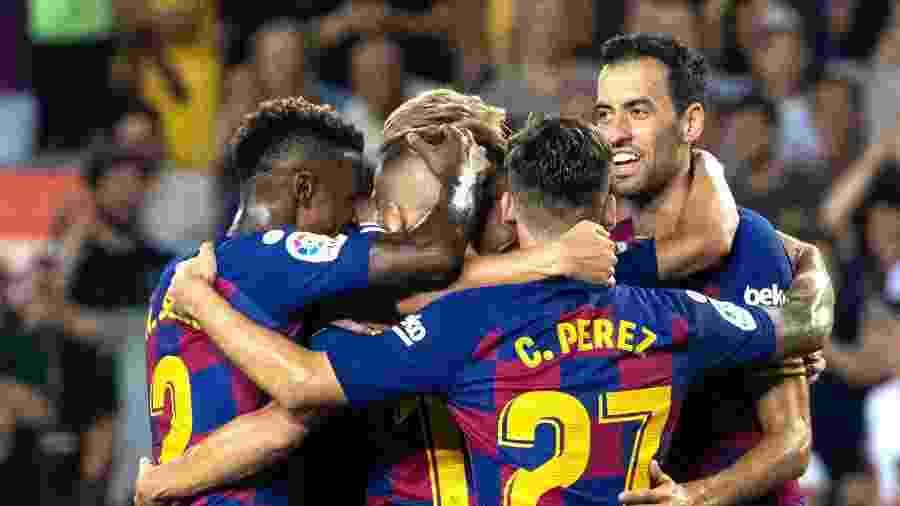 Jogadores do Barcelona comemoram gol na vitória sobre o Betis - Joan Gosa/Xinhua
