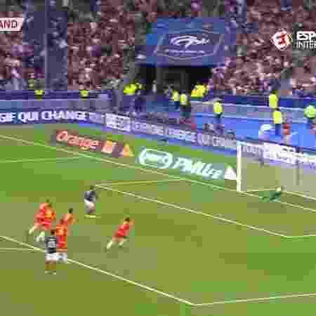 Gomes defende pênalti de Griezmann - Reprodução/Esporte Interativo