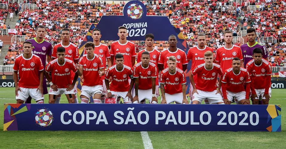 Jogadores do Internacional na partida contra Grêmio no estádio Pacaembu pela Copa São Paulo 2020