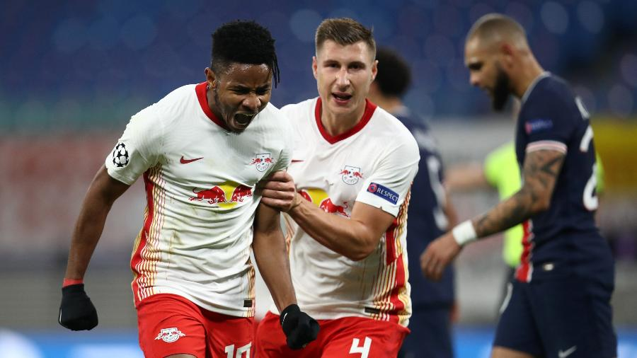 Christopher Nkunku comemora gol do RB Leipzig contra o PSG - Getty Images