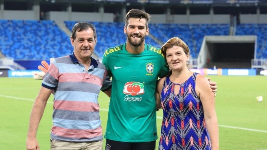 José Becker, pai do goleiro Alisson, assistiu treinamento da seleção brasileira na Arena das Dunas em 2016 - Créditos: Lucas Figueiredo/CBF