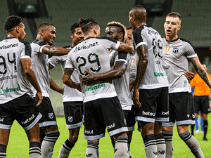 Equipe do Ceará comemora vitória diante do CSA - Felipe Santos/cearasc.com - Felipe Santos/cearasc.com