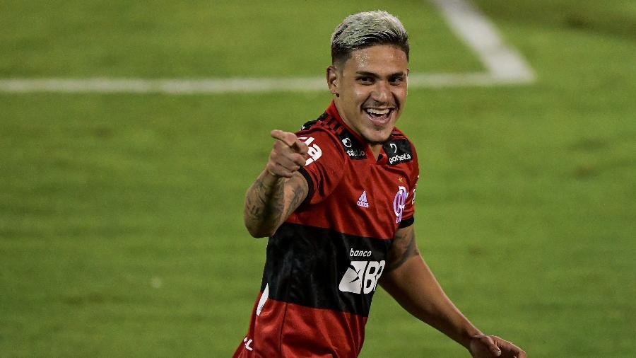 Pedro comemora gol pelo Flamengo. Atacante está de volta - Thiago Ribeiro/AGIF