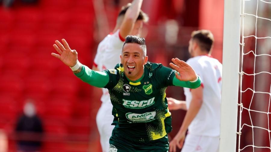 Lucas Barrios comemora gol pelo Defensa y Justicia contra o Huracán - Divulgação DyJ