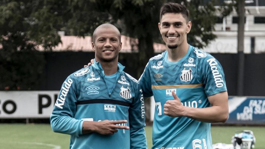 Sánchez e Velázquez em treino no CT Rei Pelé - Ivan Storti