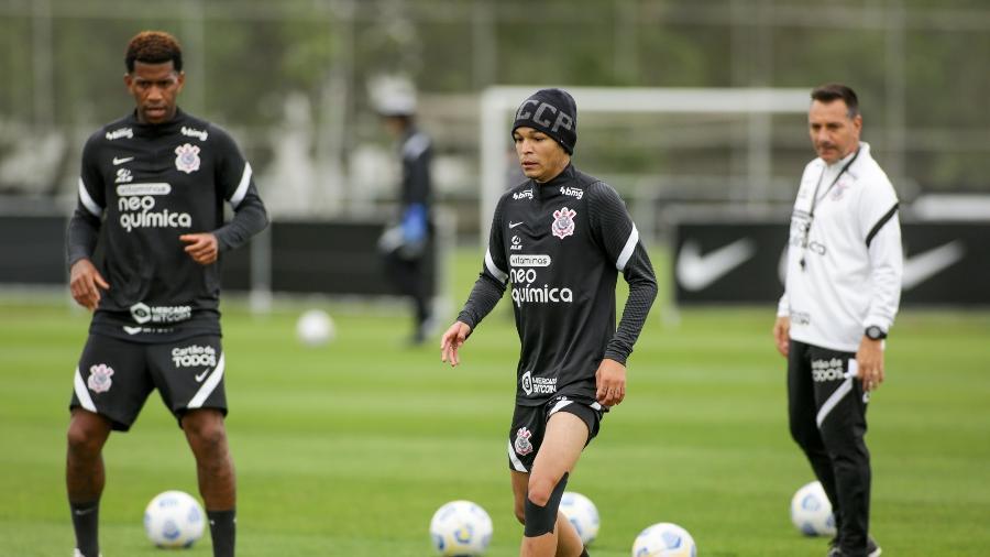 Adson treinou com uma proteção no joelho esquerdo  - Rodrigo Coca/ Ag. Corinthians