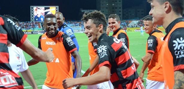 Matheus Ribeiro será um dos laterais do Santos em 2017