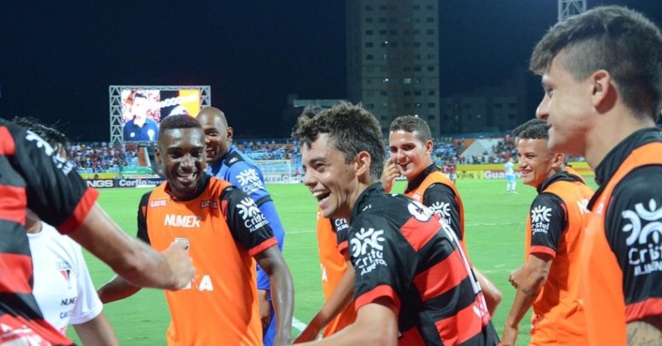 Lateral Matheus Ribeiro comemora gol do Atlético-GO sobre o Paysandu
