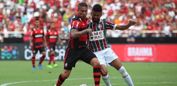 Guerrero marcou um gol de falta no clássico contra o Fluminense