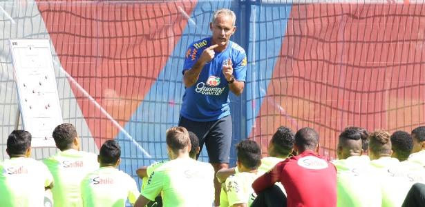 Carlos Amadeu é treinador da seleção brasileira sub-17