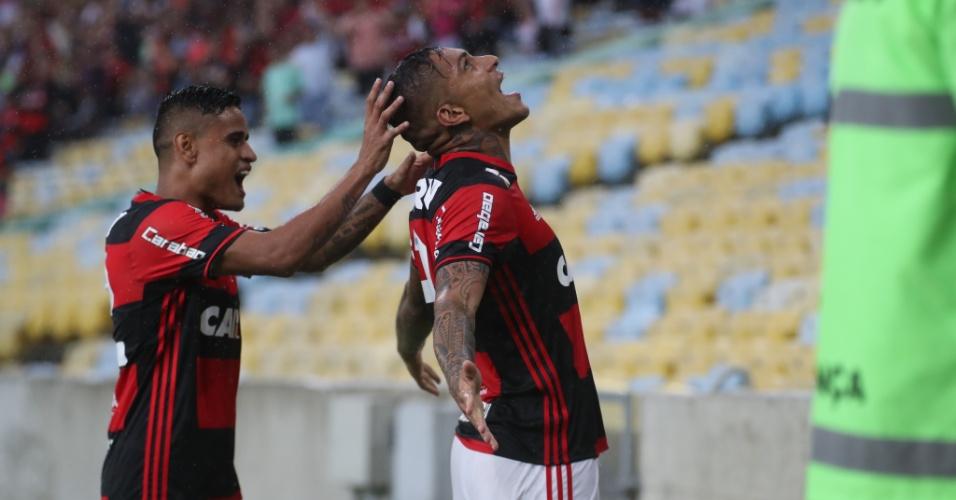 Paolo Guerrero comemora gol do Flamengo diante do Botafogo nas semifinais do Campeonato Carioca 2017