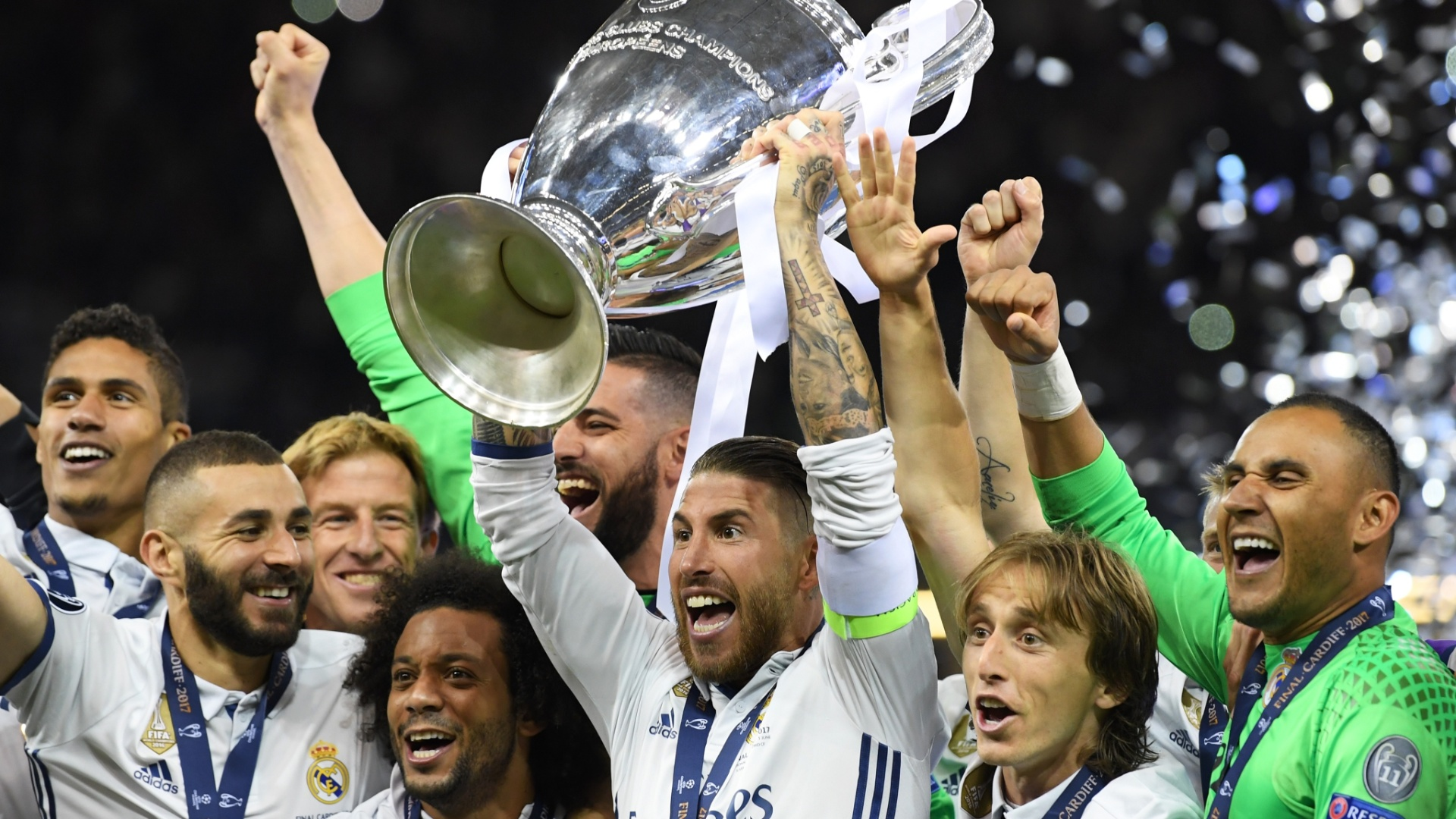 Real Madrid ergue taça da Liga dos Campeões