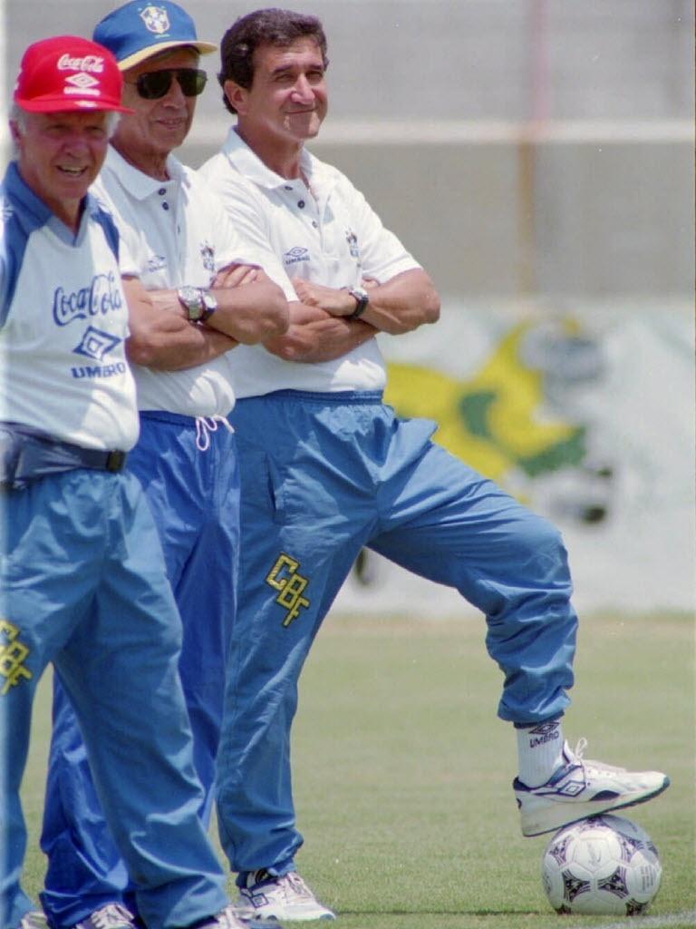 Copa do Mundo 1994: Parreira e comissão técnica assistem o último treino antes da final