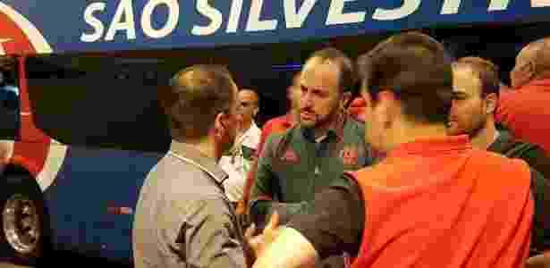 Rodrigo Caetano, Cláudio Pracownik e Alexandre Wrobel conversam após o jogo - Vinicius Castro/ UOL