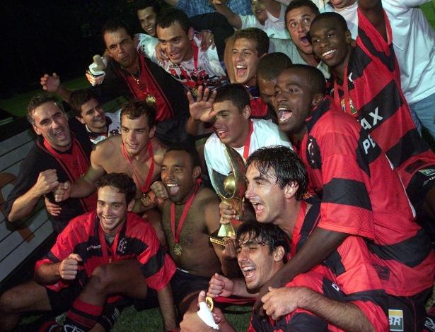 Jogadores do Flamengo celebram título da Copa Mercosul em 1999: incômodo jejum