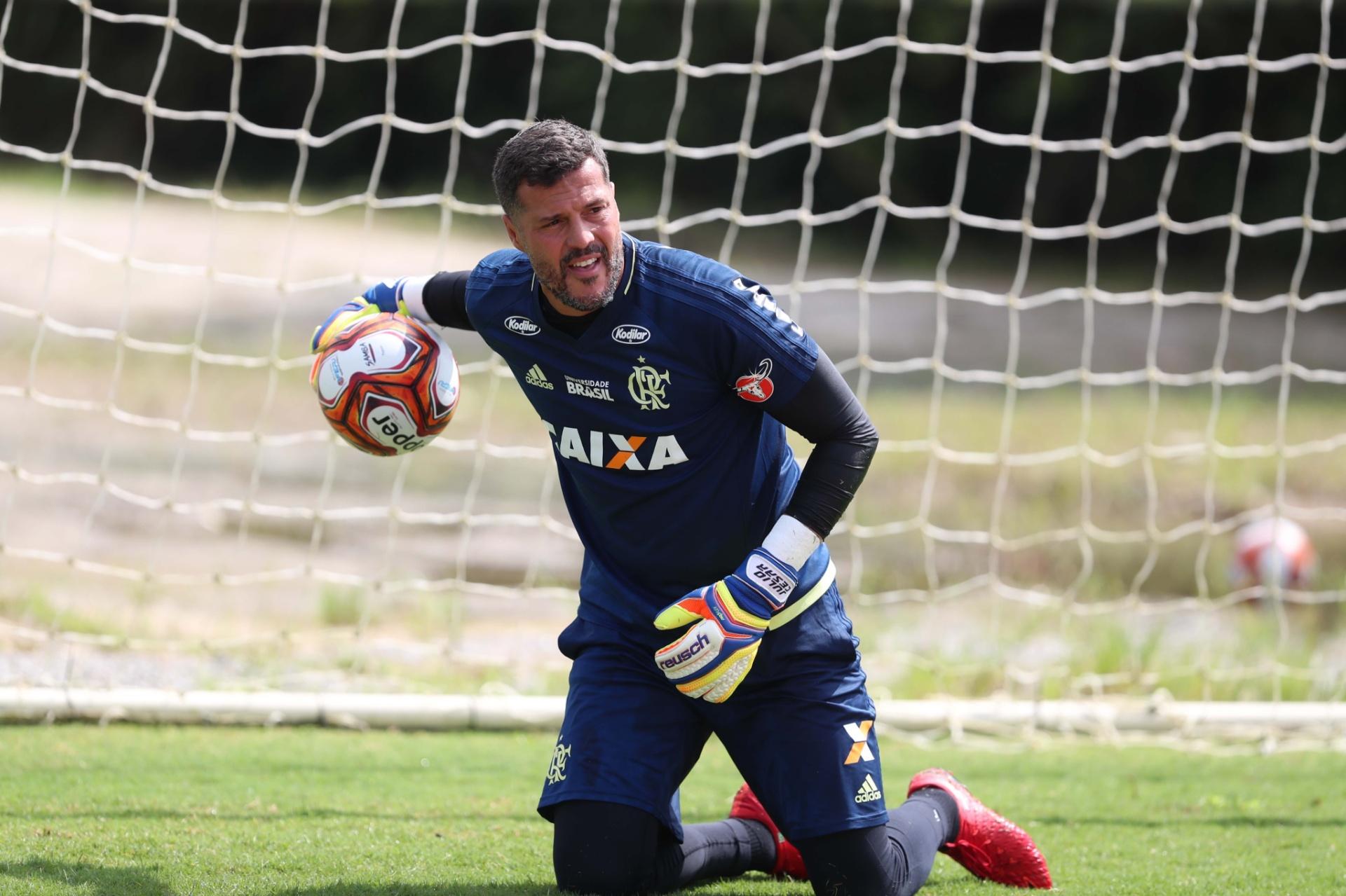 Júlio César inicia despedida e fará ao menos dois jogos pelo Flamengo -  06 03 2018 - UOL Esporte 7daeb4a40d5f6
