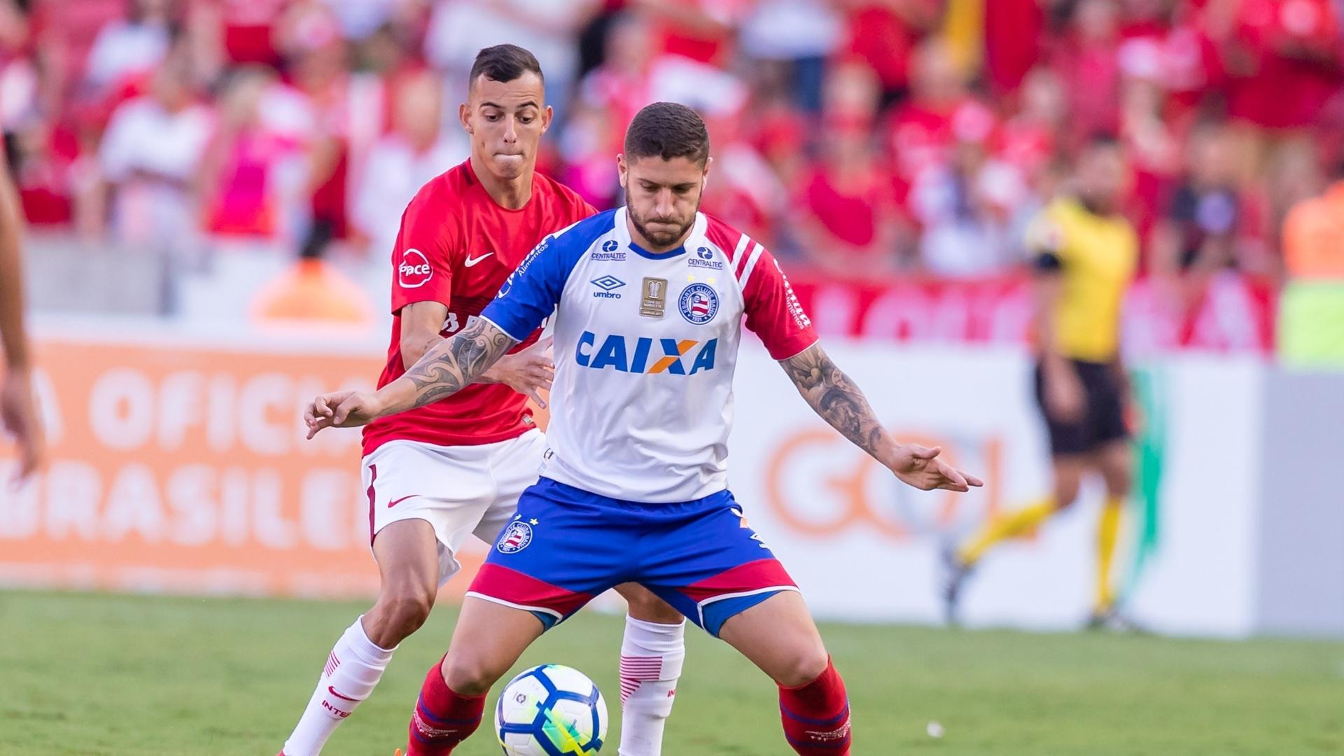 Iago, do Internacional, aperta a marcação em Zé Rafael, do Bahia