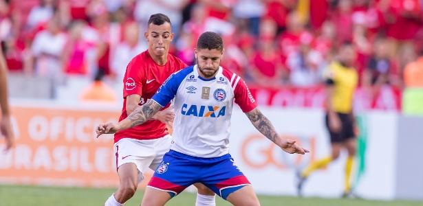 Iago em ação pelo Inter durante jogo contra o Bahia - Jeferson Guareze/AGIF
