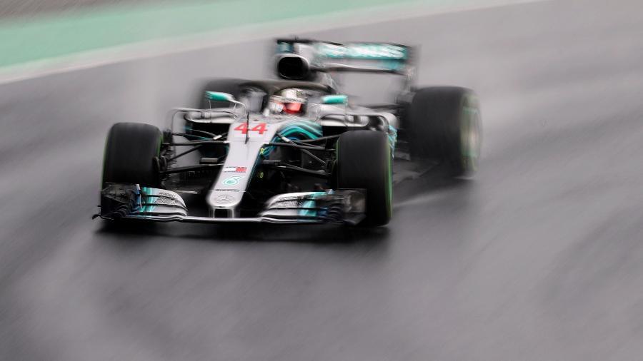 Hamilton em ação pela Mercedes durante treino qualificatório para o GP da Hungria - REUTERS/Lisi Niesner