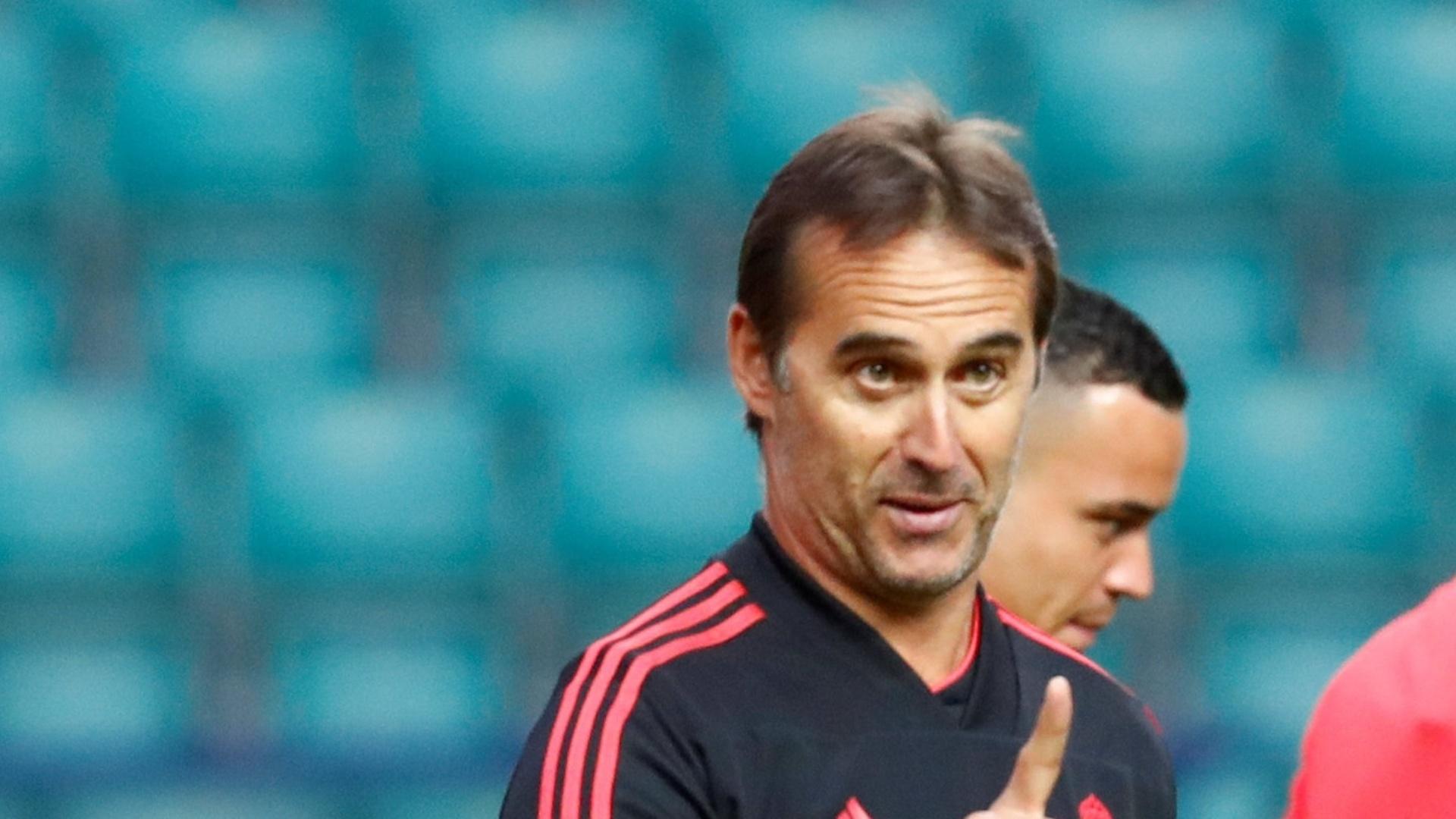 Julen Lopetegui dá instruções em treino do Real Madrid visando a Supercopa da Europa