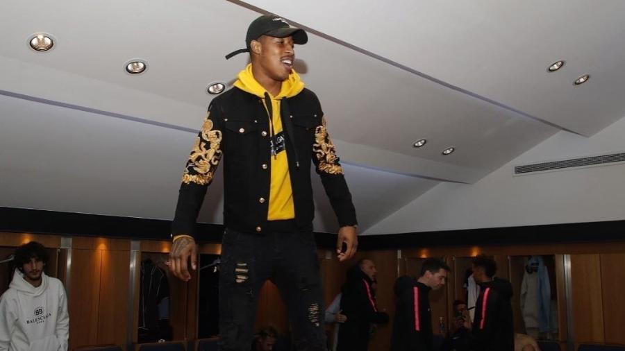Zagueiro francês Kimpembe dança no vestiário do PSG - Reprodução/Instagram