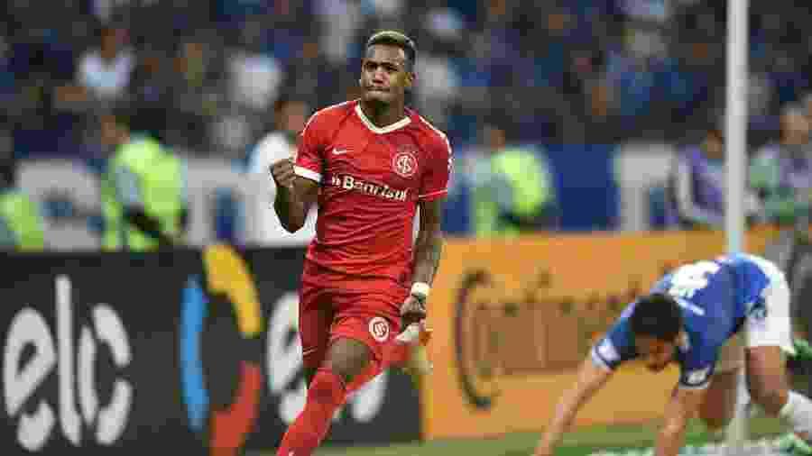 Edenilson marcou contra o Cruzeiro pela Copa do Brasil, mas se lesionou no mesmo jogo - Ricardo Duarte/Inter