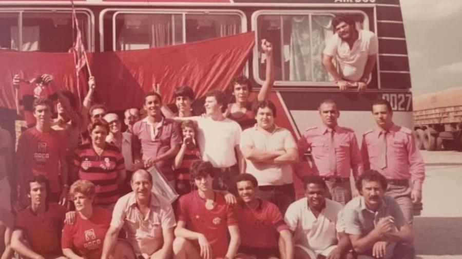 Ônibus com torcedores do Flamengo que foram à final da Libertadores de 81 - Reprodução/Facebook