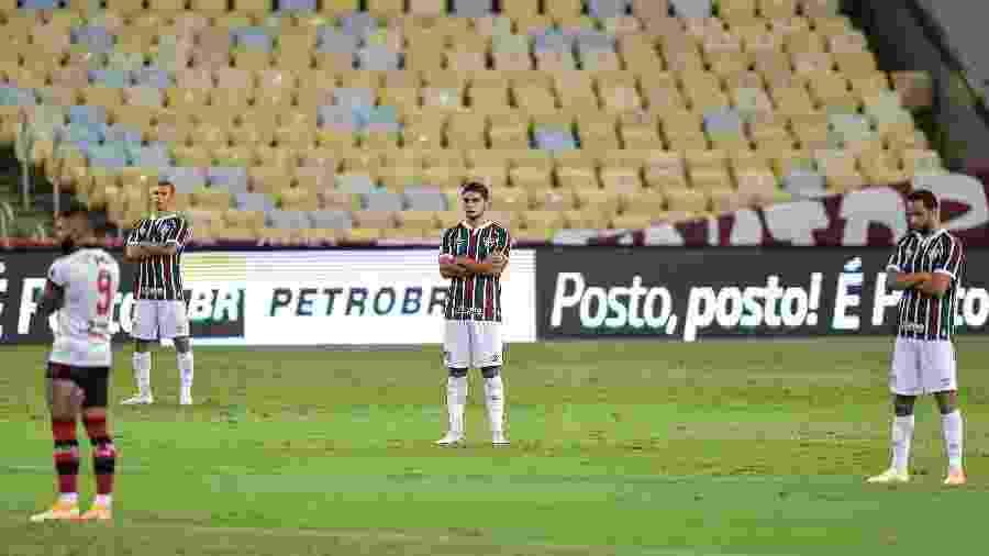 Jogadores de Flamengo e Fluminense fazem protesto de apoio aos profissionais do Figueirense que foram agredidos - Thiago Ribeiro/AGIF