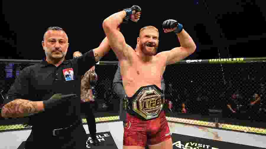 Jan Blachowicz vence Reyes e conquista cinturão meio-pesado - DivulgacaoUFC